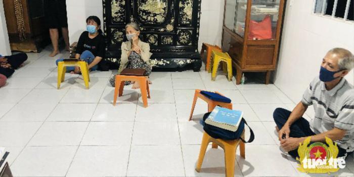 7 người tụ tập đọc 'Chuyển pháp luân' giữa mùa dịch bị xử phạt hơn 50 triệu đồng Ảnh 1