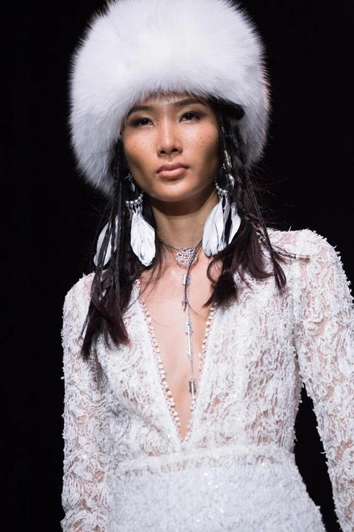 Bức ảnh Hoàng Thùy trong drama túi Chanel bị 'đào' lại, fan bóc cả bằng chứng nâng ngực Ảnh 3