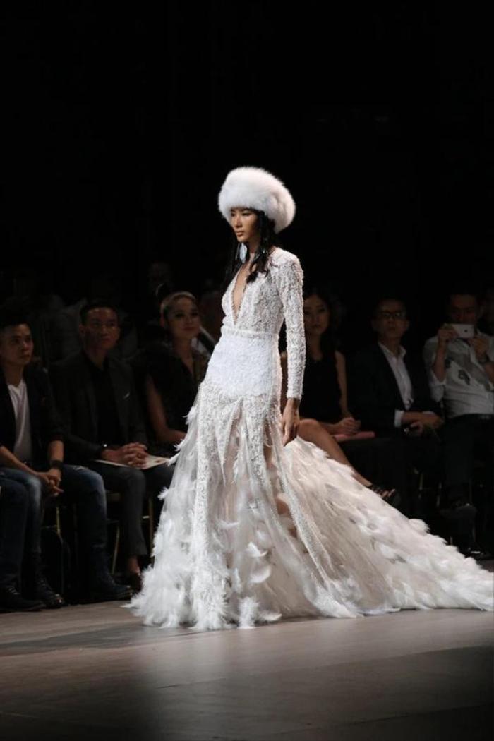 Bức ảnh Hoàng Thùy trong drama túi Chanel bị 'đào' lại, fan bóc cả bằng chứng nâng ngực Ảnh 2