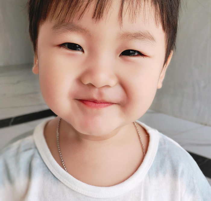 Hòa Minzy khoe loạt ảnh cậu quý tử siêu điển trai 'đốn tim' dân mạng