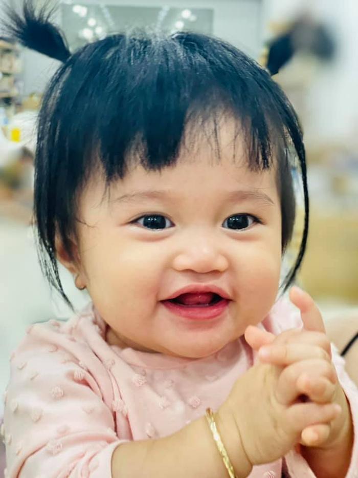 Lê Dương Bảo Lâm 'lo lắng' vì con gái út trở thành 'cô gái vàng trong làng môi không khép' Ảnh 4