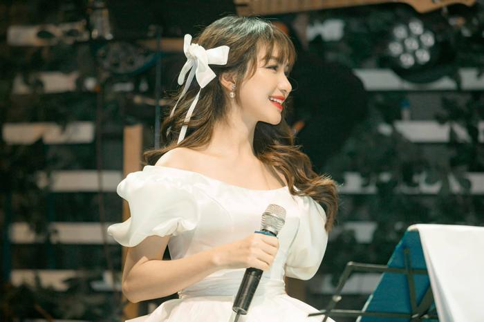 Được fan hỏi bao giờ comeback, Hòa Minzy tiết lộ bài mới 'có nhiều', đã sẵn sàng nhưng chưa thể ra mắt