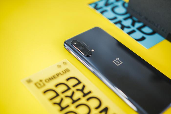 Mở hộp OnePlus Nord CE 5G: Smartphone giá mềm với kết nối 5G, sạc nhanh 30W Ảnh 3