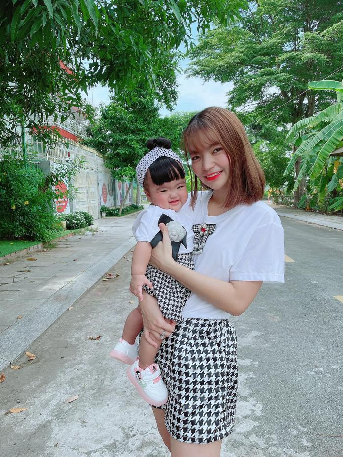 Phẫn nộ chuyện con gái Mạc Văn Khoa bị miệt thị nặng nề: 'Giống bố chả đẹp tí nào mà cứ khoe hoài' Ảnh 1