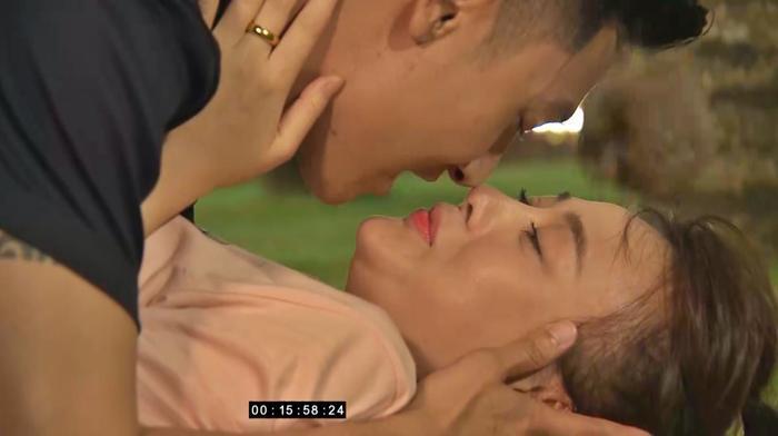 Tập 60 'Hương vị tình thân': Ngợp trong những nụ hôn ngọt ngào của Mạnh Trường và Phương Oanh