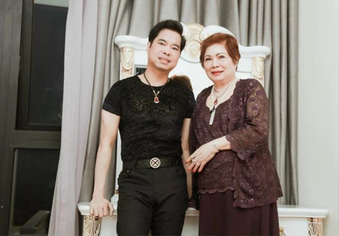 Mẹ đột ngột qua đời, ca sĩ Ngọc Sơn đau xót vì không thể về chịu tang do dịch COVID-19 Ảnh 1
