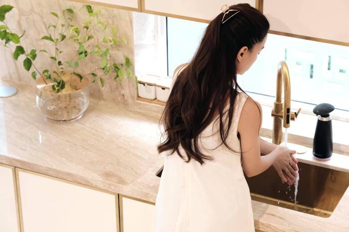 Hà Hồ quyết định thành 'bà nội trợ', Kim Lý cũng gia nhập đường đua làm chef chính hiệu Ảnh 2