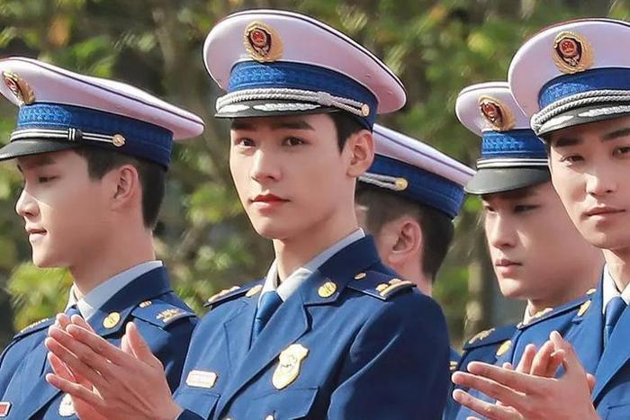 Douban 'Xin chào, hoả diễm lam': Cung Tuấn diễn tốt nhưng khán giả vẫn 'kêu cứu mạng' vì điều này