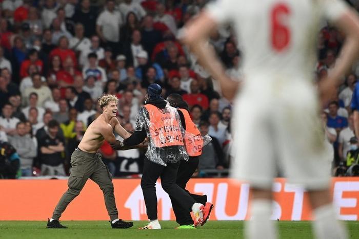 Hé lộ profile của chàng hot boy 6 múi làm loạn chung kết EURO 2020 Ảnh 4