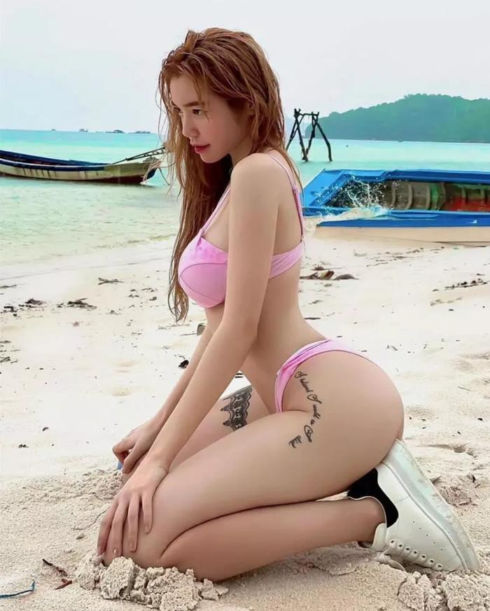 Elly Trần tung ảnh diện lại bikini cũ, đưa trực diện vòng 3 vào ống kính cực phản cảm Ảnh 3