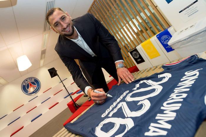 Nhà vô địch EURO 2020 chính thức gia nhập PSG Ảnh 2