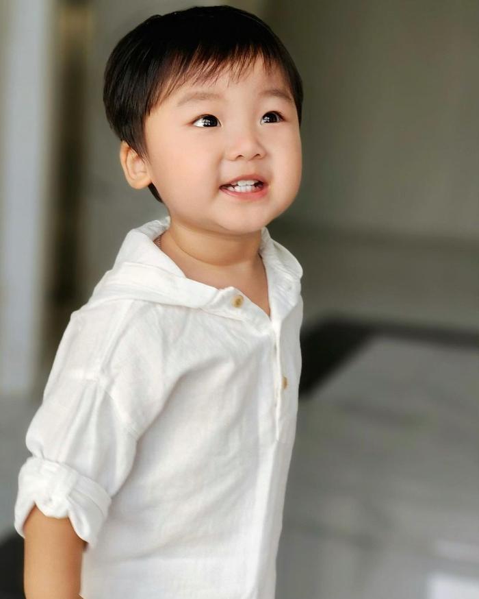 Con trai Hòa Minzy mới sáng sớm đã khóc nức nở vì lí do bất ngờ Ảnh 1