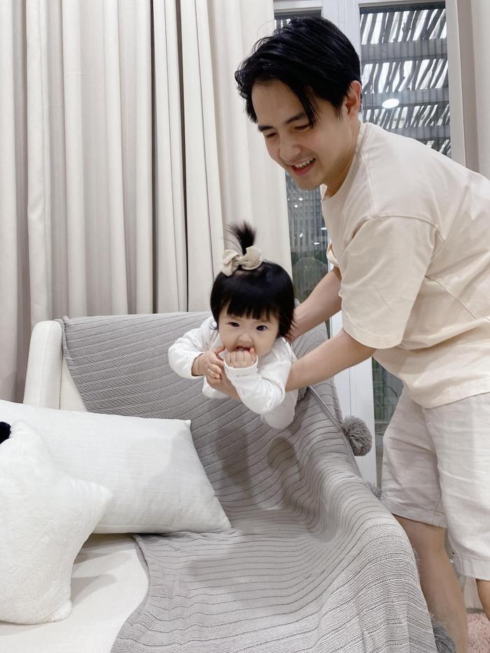 Đông Nhi 'rủ rê' Ông Cao Thắng dìm hàng con, nhưng netizen toàn bình luận khen bé Winnie vì lí do này Ảnh 4