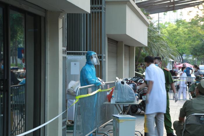 Hà Nội: Ghi nhận 18 ca dương tính với SARS-CoV-2 liên quan nhiều chùm ca bệnh tại 7 quận huyện Ảnh 1