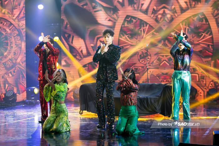 VP Bá Vương trang phục hầm hố, Ali Hoàng Dương 'lãng tử' với style disco tại The Heroes Ảnh 7