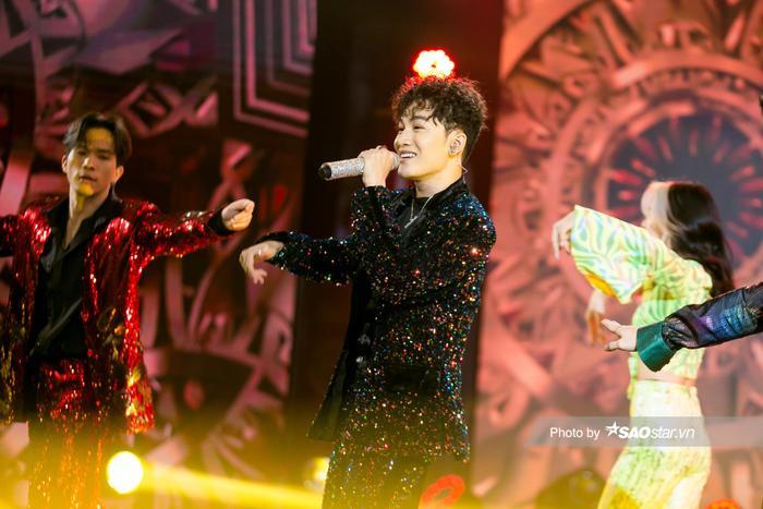 VP Bá Vương trang phục hầm hố, Ali Hoàng Dương 'lãng tử' với style disco tại The Heroes Ảnh 8