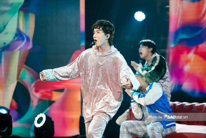 VP Bá Vương trang phục hầm hố, Ali Hoàng Dương 'lãng tử' với style disco tại The Heroes Ảnh 2