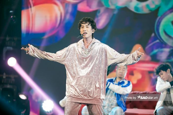 VP Bá Vương trang phục hầm hố, Ali Hoàng Dương 'lãng tử' với style disco tại The Heroes Ảnh 1