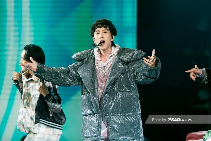 VP Bá Vương trang phục hầm hố, Ali Hoàng Dương 'lãng tử' với style disco tại The Heroes Ảnh 4