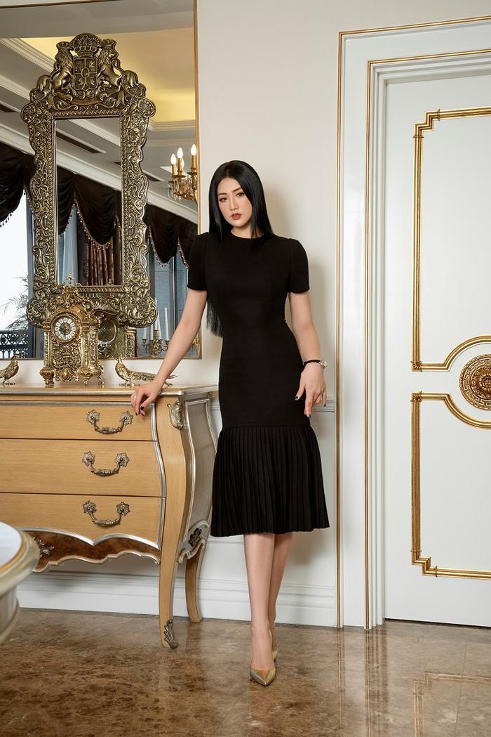 Á hậu Tú Anh đầy quyền lực trong bộ ảnh với trang phục đen/trắng Ảnh 7