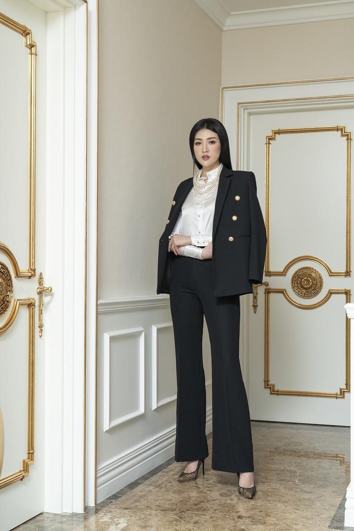 Á hậu Tú Anh đầy quyền lực trong bộ ảnh với trang phục đen/trắng Ảnh 5