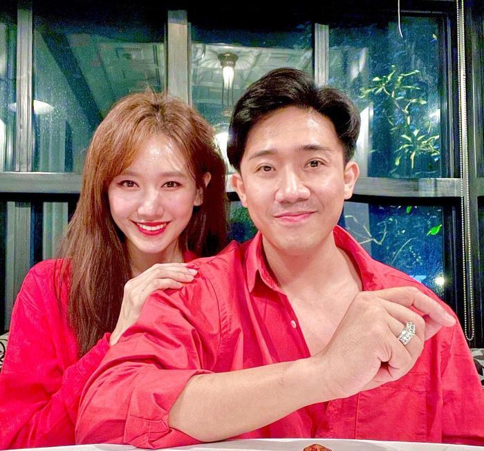 Giữa tin đồn mang thai con đầu lòng với Trấn Thành, Hari Won diện áo bó sát và nhảy nhót cực sung Ảnh 4