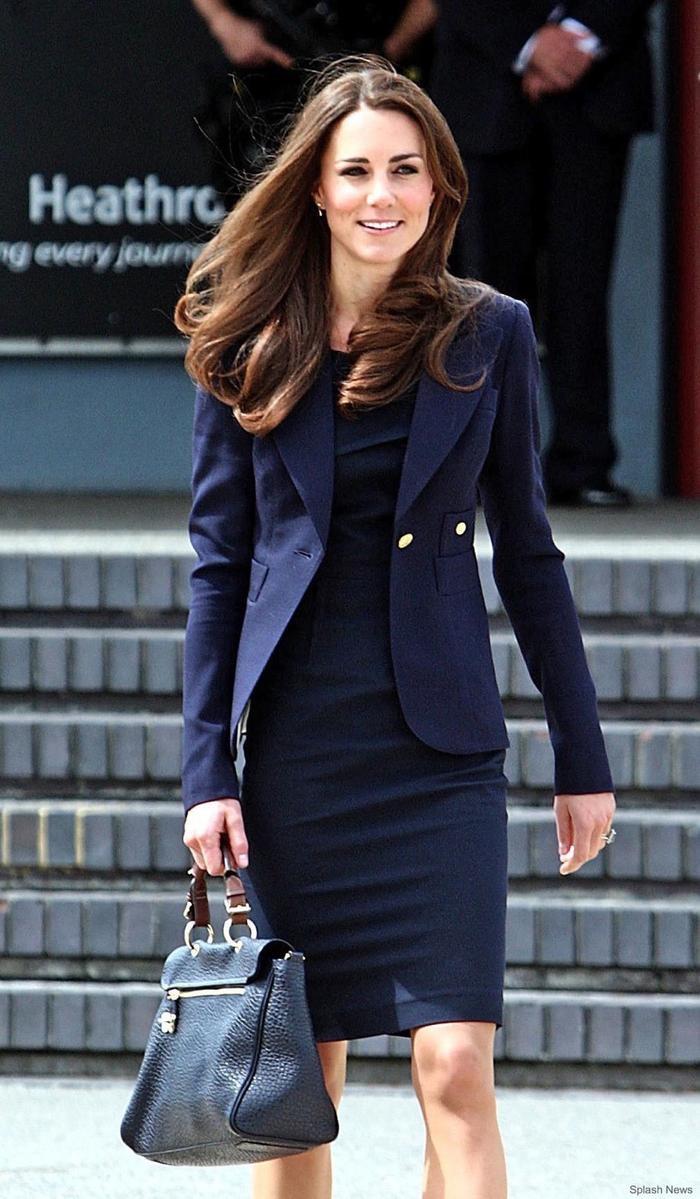 Cách mặc áo blazer thanh lịch như Công nương Kate Ảnh 7