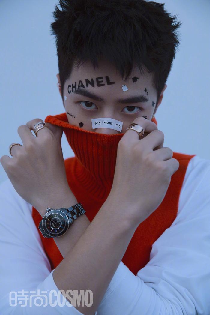 Visual đầy nổi loạn & mặt chi chít stickers của Vương Nhất Bác trên tạp chí Ảnh 2