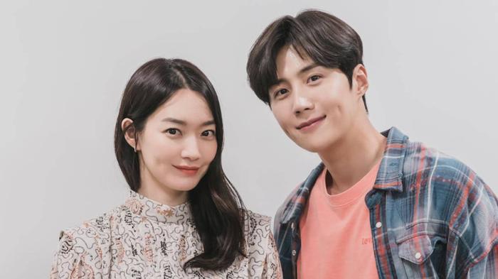 'Trai ngoan' Kim Seon Ho 'cố tình bỏ rơi' Shin Min Ah trong poster phim mới của đài tvN