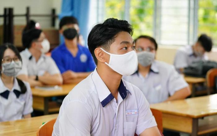 Xuất hiện điểm 9,75 môn Ngữ văn thi tốt nghiệp THPT 2021 ở Hà Nội Ảnh 1