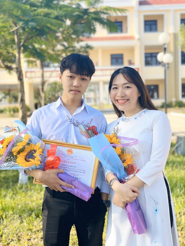 Xuất hiện điểm 9,75 môn Ngữ văn thi tốt nghiệp THPT 2021 ở Hà Nội Ảnh 2