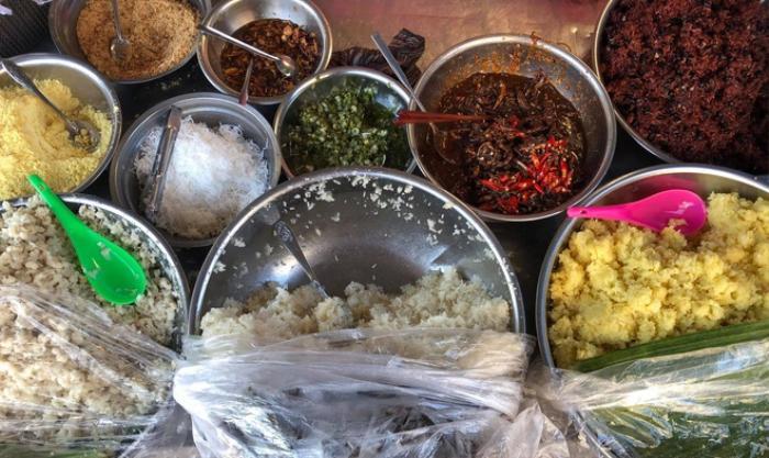Món xôi nóng hổi ăn kèm 'của lạ', giá bình dân chỉ hơn cốc trà ở Nha Trang Ảnh 3