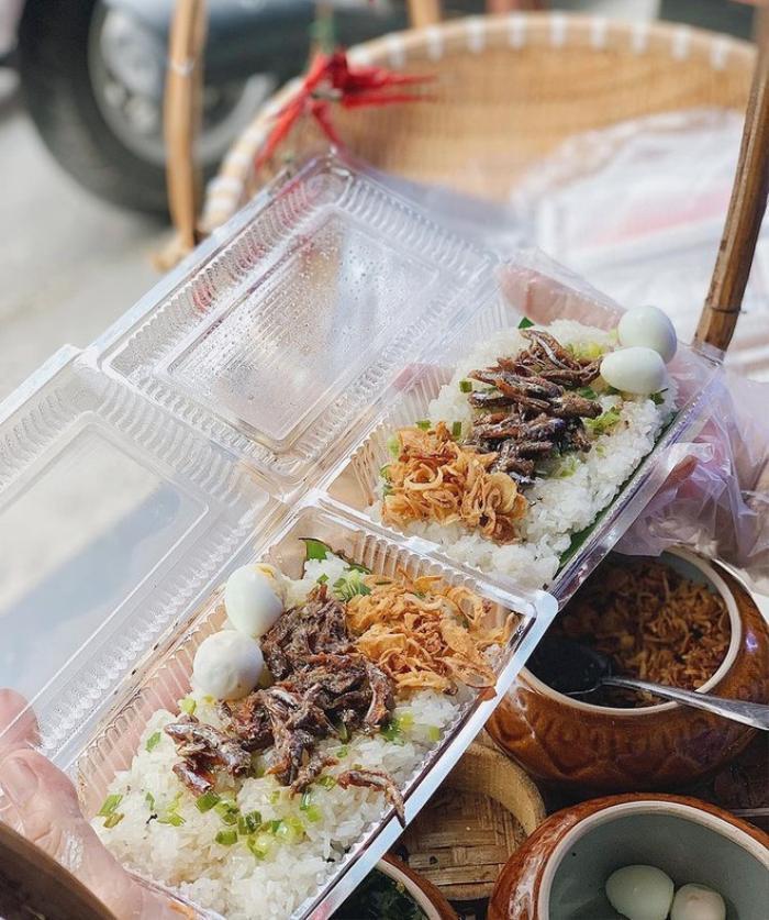 Món xôi nóng hổi ăn kèm 'của lạ', giá bình dân chỉ hơn cốc trà ở Nha Trang Ảnh 4