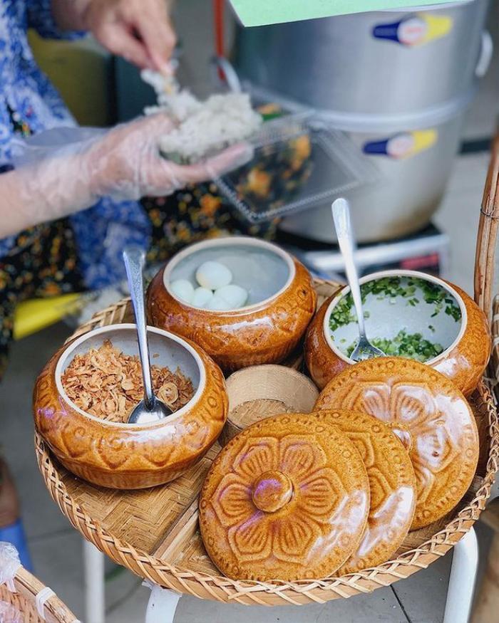 Món xôi nóng hổi ăn kèm 'của lạ', giá bình dân chỉ hơn cốc trà ở Nha Trang Ảnh 6