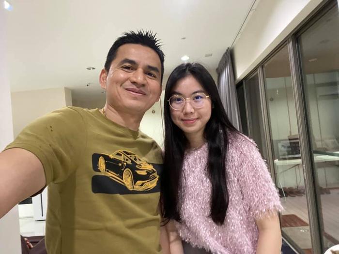 Kiatisak khoe nhan sắc con gái sinh nhật tuổi 18, gửi lời chúc chuẩn 'ông bố của gia đình' Ảnh 3