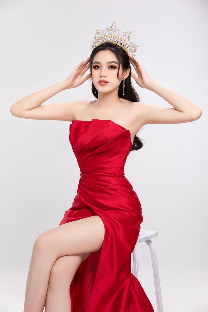 Đỗ Thị Hà đón sinh nhật tuổi 20 với sắc vóc rạng ngời: Sẵn sàng chinh phục vương miện Miss World 2021 Ảnh 2