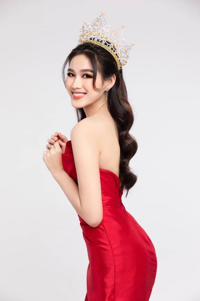 Đỗ Thị Hà đón sinh nhật tuổi 20 với sắc vóc rạng ngời: Sẵn sàng chinh phục vương miện Miss World 2021 Ảnh 3