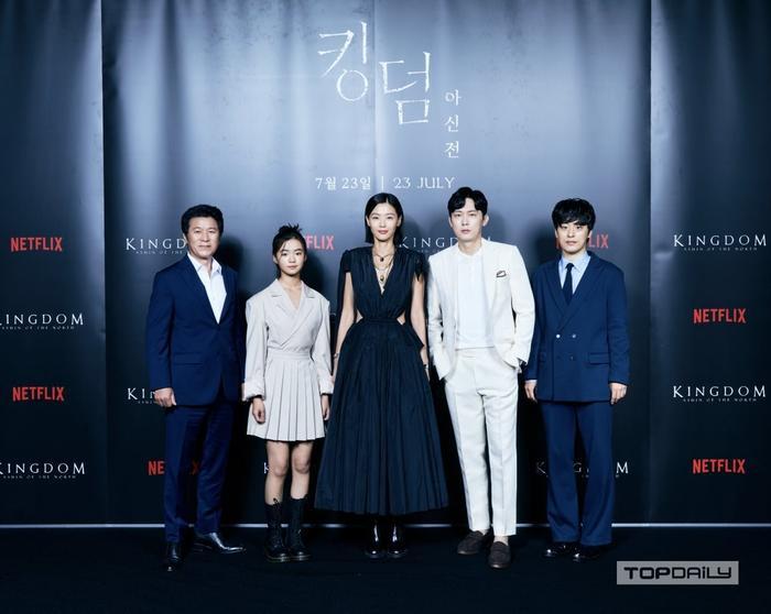 Mợ chảnh Jeon Ji Huyn mặc váy hiệu đắt đỏ nhưng visual vẫn bị chê gầy 'hốc hác' Ảnh 3