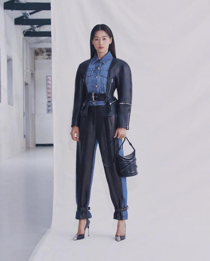 Mợ chảnh Jeon Ji Huyn mặc váy hiệu đắt đỏ nhưng visual vẫn bị chê gầy 'hốc hác' Ảnh 7