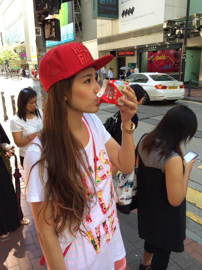 Hoa hậu Mai Phương Thúy up ảnh thời 'trẻ trâu' mặc áo rộng, đội mũ snapback Ảnh 1