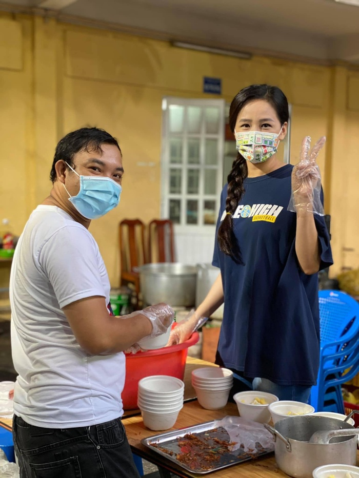 Hoa hậu Mai Phương Thúy up ảnh thời 'trẻ trâu' mặc áo rộng, đội mũ snapback Ảnh 8