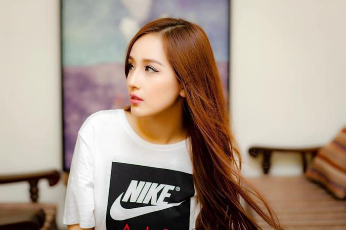 Hoa hậu Mai Phương Thúy up ảnh thời 'trẻ trâu' mặc áo rộng, đội mũ snapback Ảnh 6