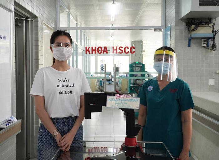 Ngọc Trinh chi 500 triệu đồng tặng máy ép tim hỗ trợ phòng chống dịch Covid-19 Ảnh 1
