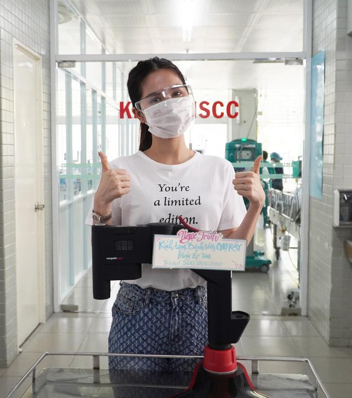 Ngọc Trinh chi 500 triệu đồng tặng máy ép tim hỗ trợ phòng chống dịch Covid-19 Ảnh 2