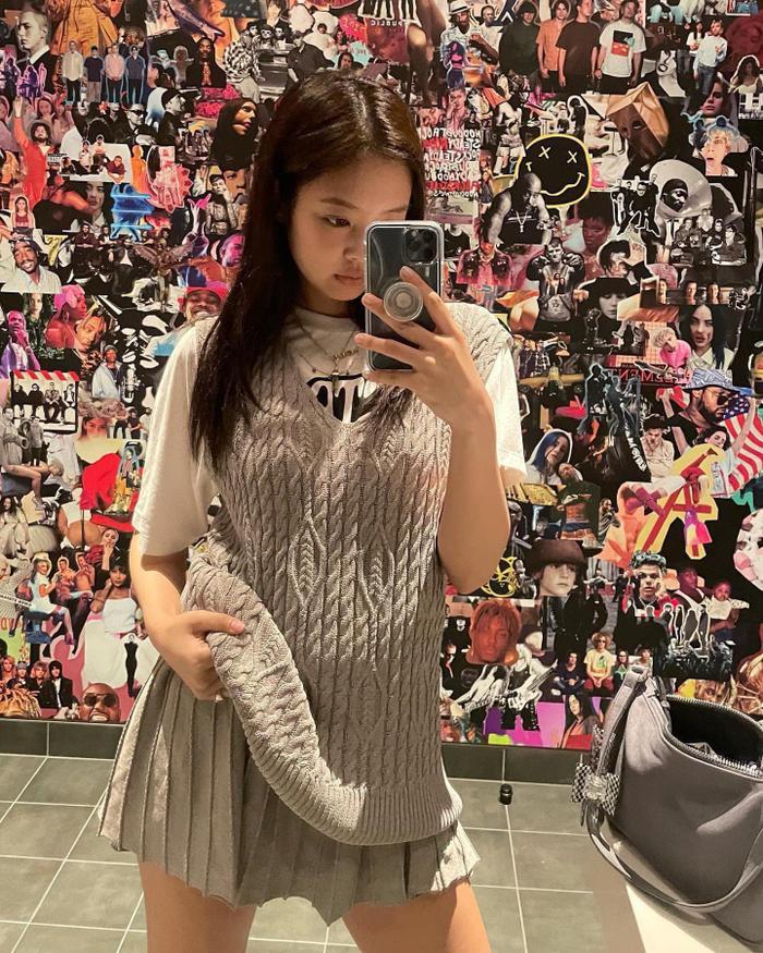 Từ ngày qua Mỹ làm việc, Jennie Black Pink liên tục 'ăn mặc' hở hang cực sành điệu Ảnh 7