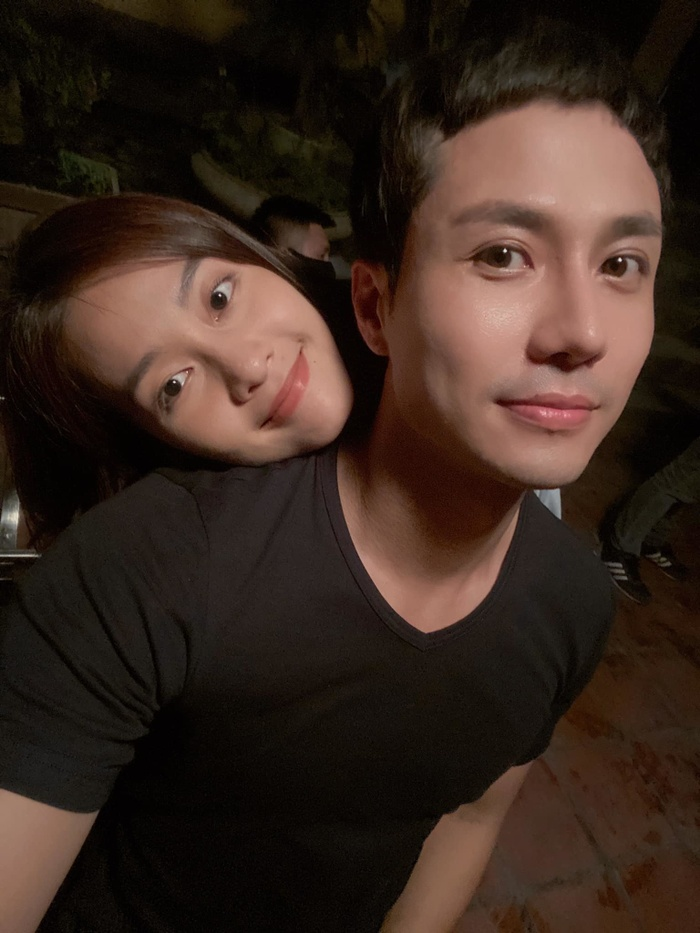 Trailer '11 tháng 5 ngày': Thanh Sơn 'cà khịa' Khả Ngân quảng cáo và đời thật khác xa nhau Ảnh 5
