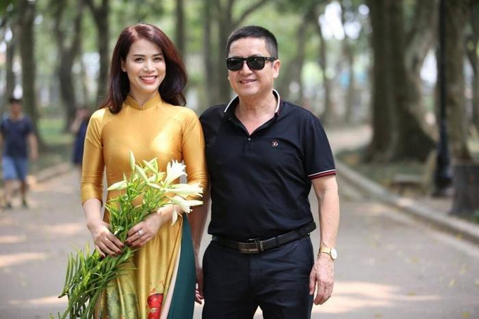 NSƯT Chí Trung làm thơ tình mặn nồng tặng bạn gái đại gia kém 17 tuổi, dặn dò 'bơ' thị phi mà sống Ảnh 5