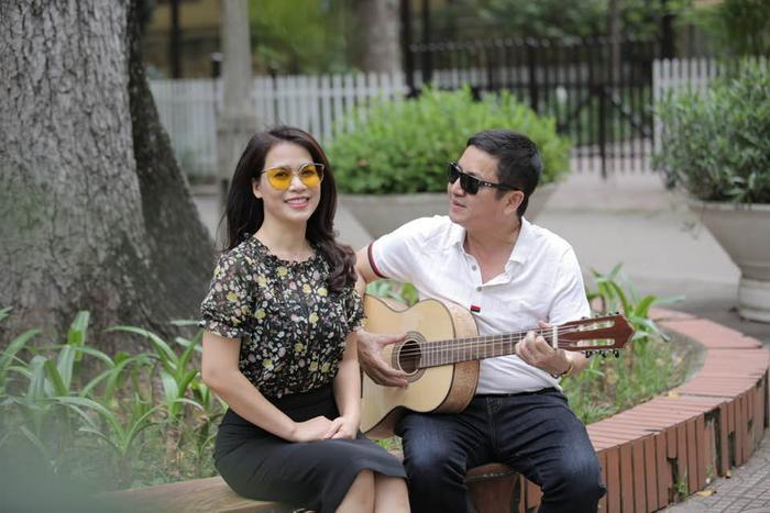 NSƯT Chí Trung làm thơ tình mặn nồng tặng bạn gái đại gia kém 17 tuổi, dặn dò 'bơ' thị phi mà sống Ảnh 3