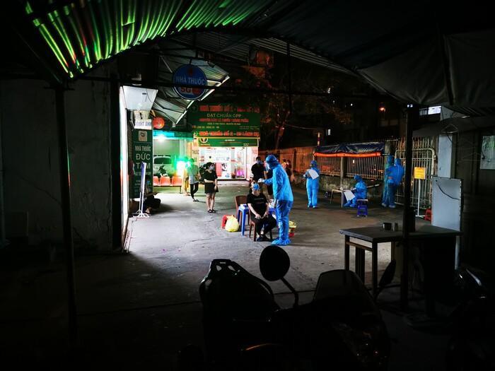 Hà Nội: Đình chỉ hoạt động kinh doanh dược tại nhà thuốc Đức Tâm sau khi ghi nhận 17 ca mắc Covid-19 Ảnh 1