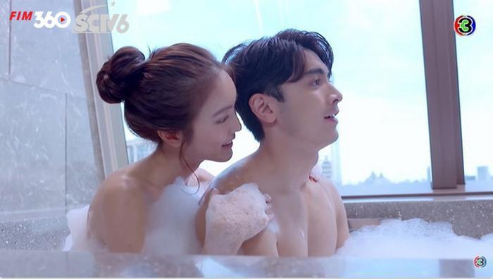 Đạo diễn 'Minh châu rực rỡ' phải lên tiếng xin lỗi vì cắt cảnh tắm chung đầy nóng bỏng trong phim Ảnh 4